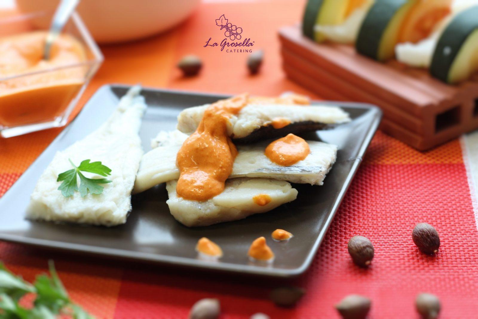 Merluza con salsa de pimientos del piquillo