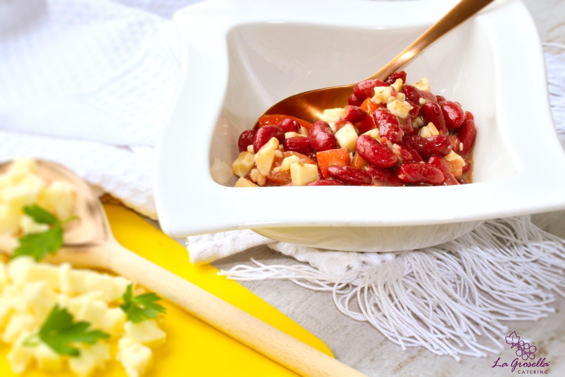 Ensalada de alubias rojas con provola