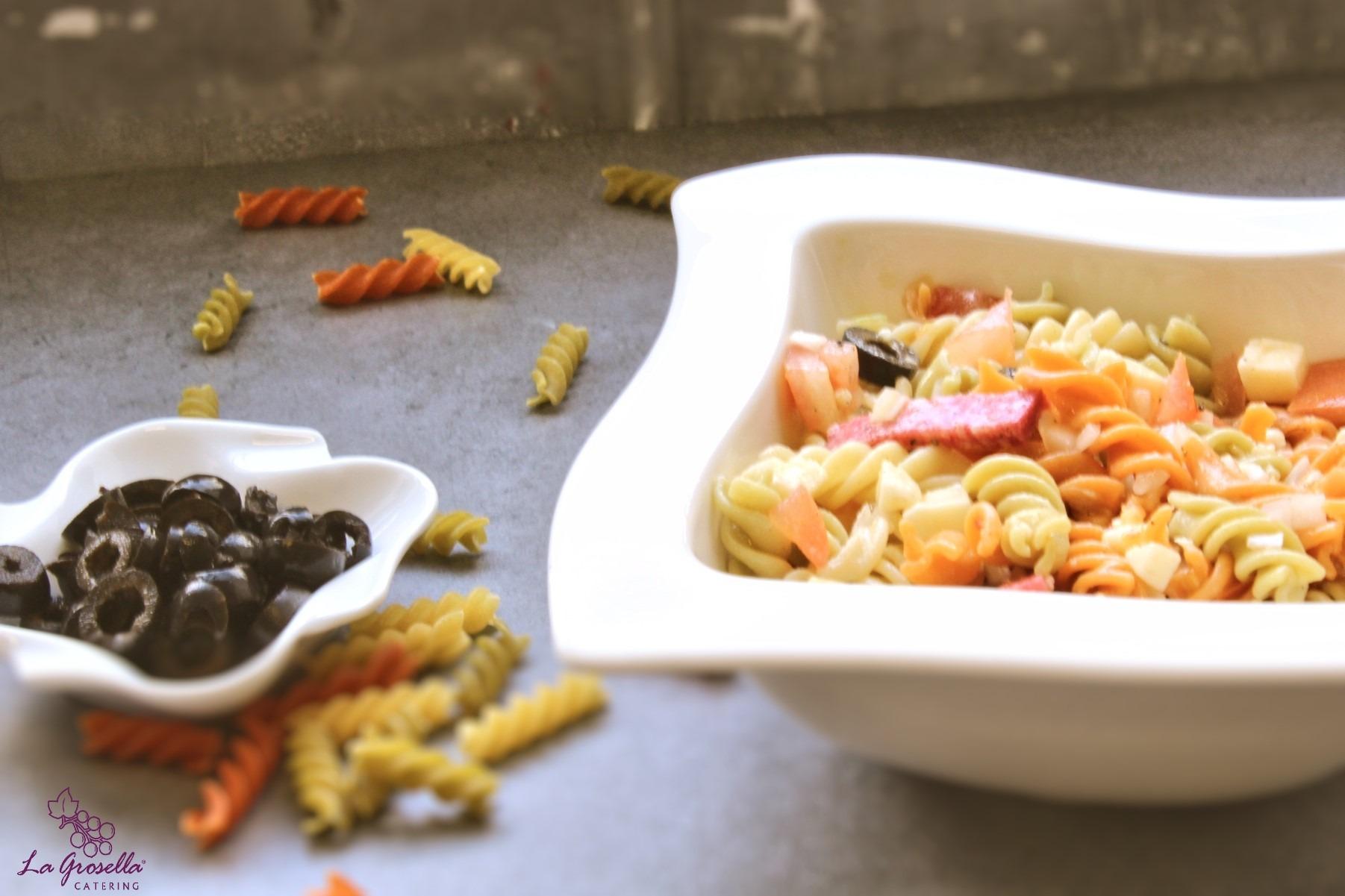 Ensalada de pasta con salami