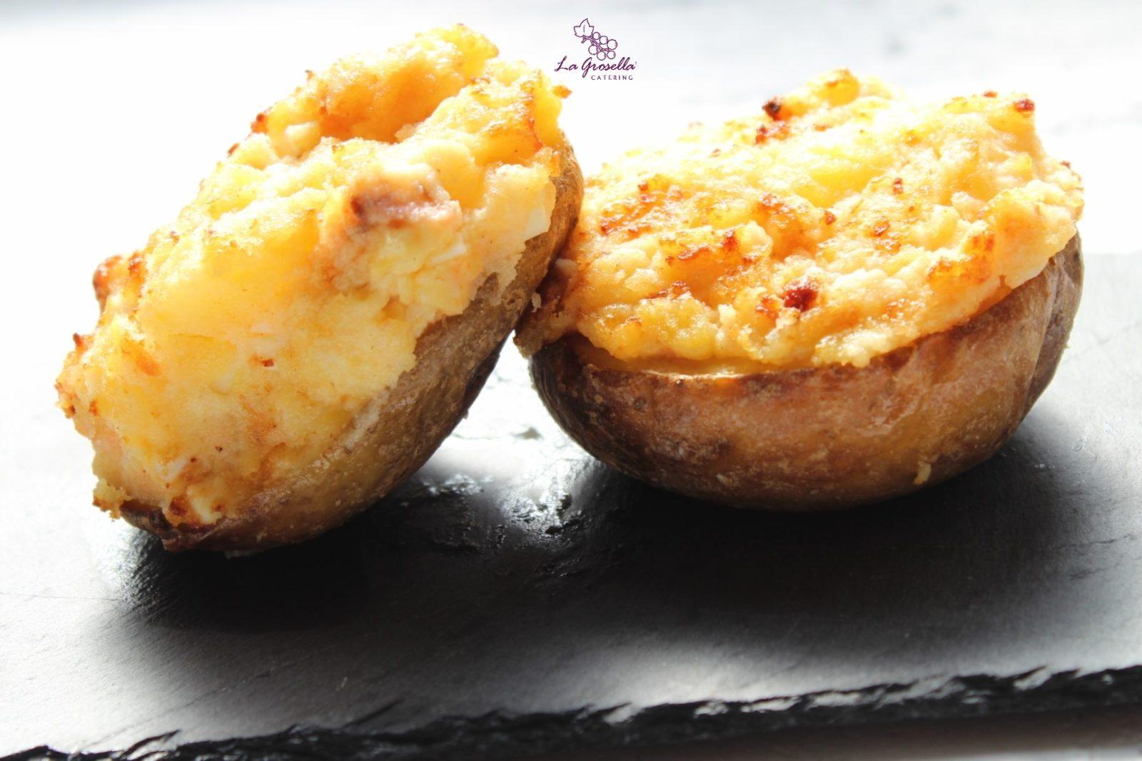 Patatas rellenas de salmón