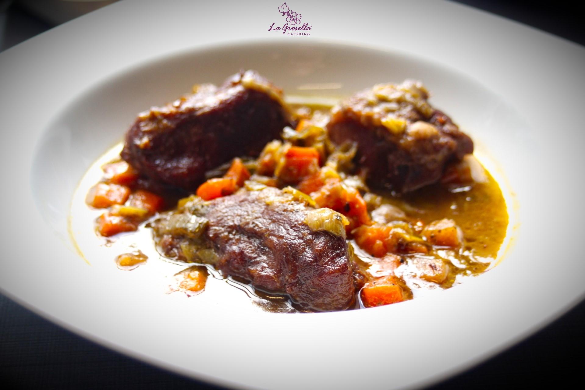 Carrilleras de cerdo con verduras al vino tinto