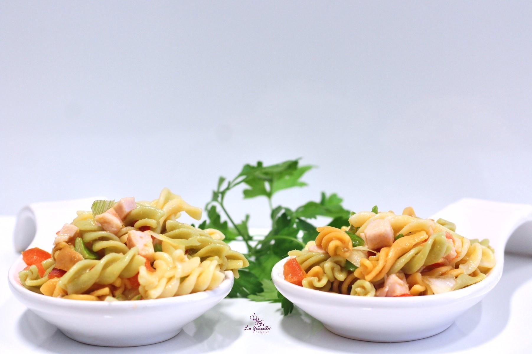 Pasta tricolor con pavo