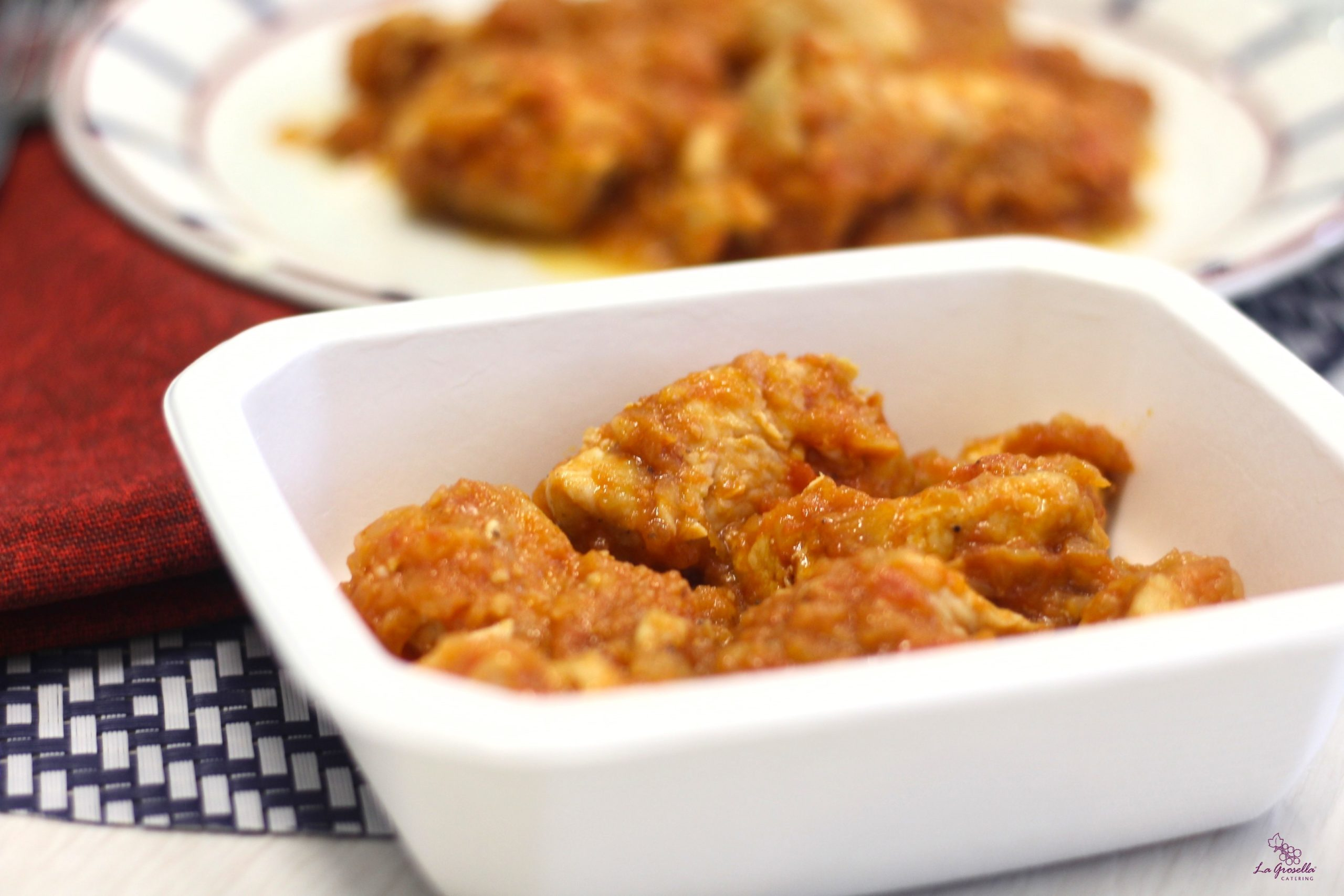 Ragú de pavo con salsa de tomate y puerros